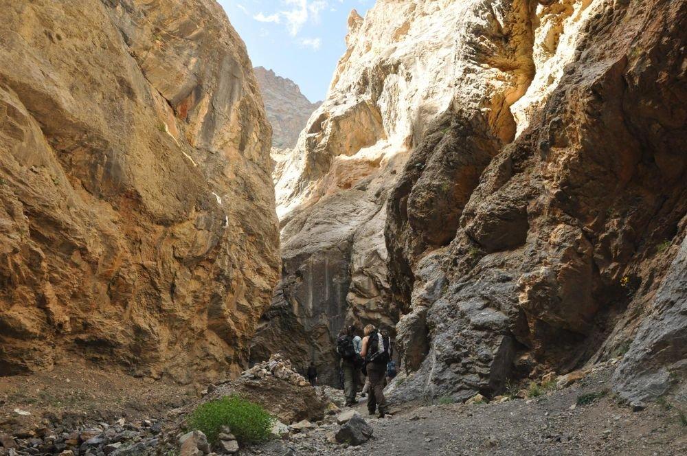 Trekking falaises montagnes himalayennes