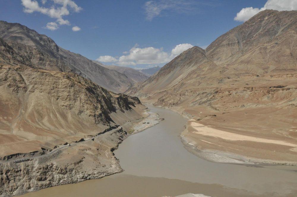 Confluence des fleuves Zanskar et Indus au Ladakh