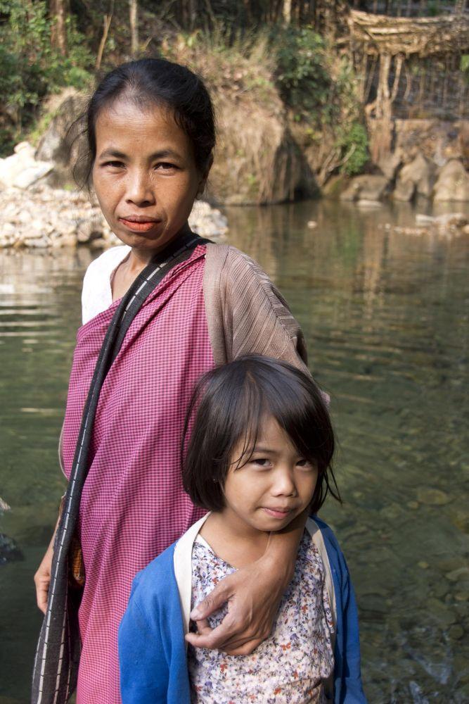 Jeune fille et sa maman, ethnie khasi, Meghalaya