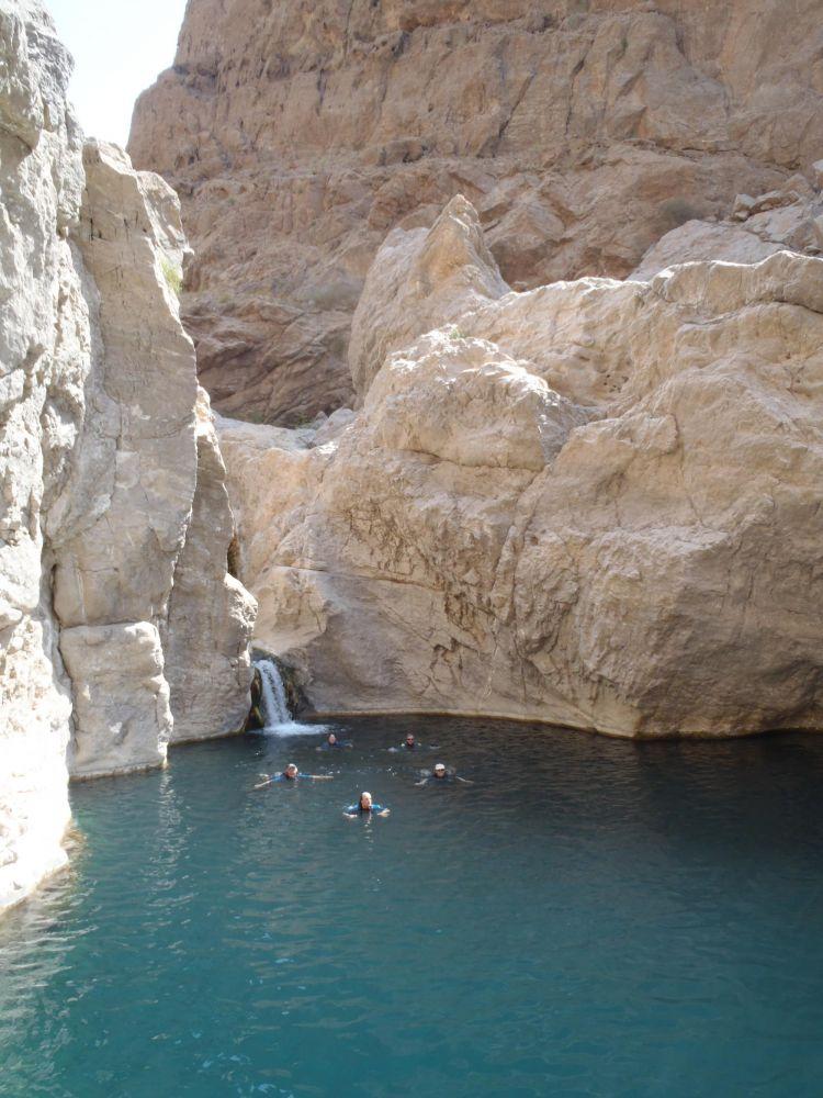 Baignade dans Wadi Bani Khaled