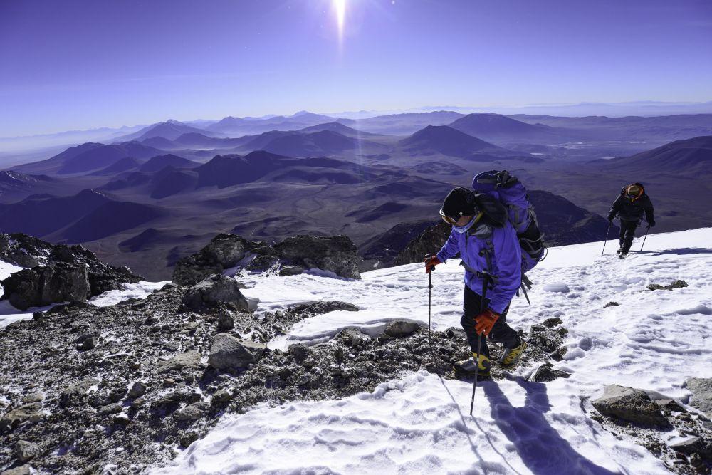 Alpiniste pendant l'ascension du Llullaillaco, Argentine