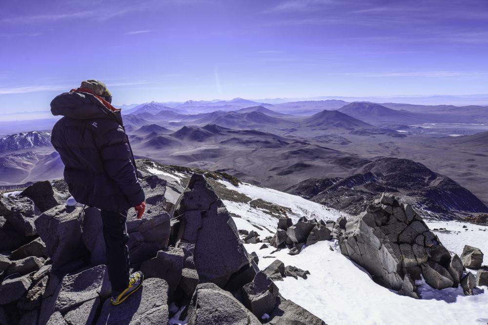 L'archéologue Christian Vitry, au sommet du Lullaillaco (6739m), Argentine