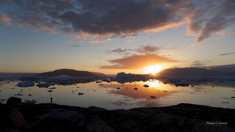 Coucher de soleil sur le fjord au Schweizerland au Groenland