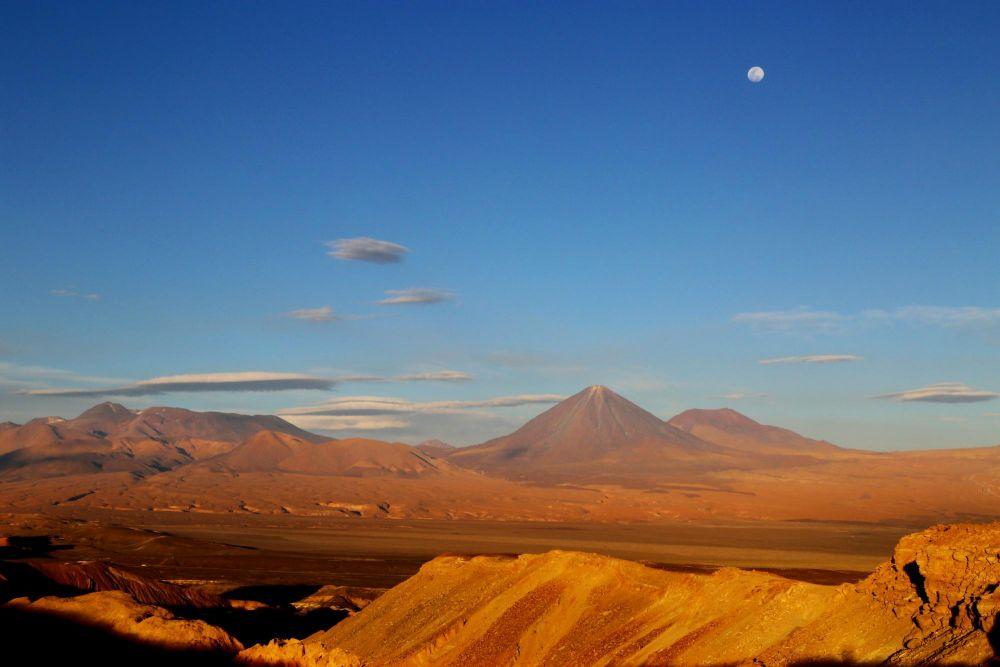 Lumières du soir sur le volcan Licancabur, depuis la Vallée de la Lune, Chili