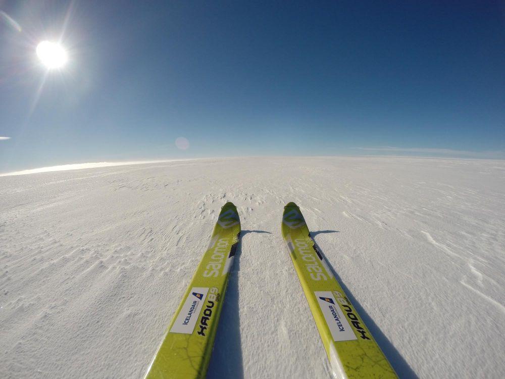 Skis dans un paysage polaire