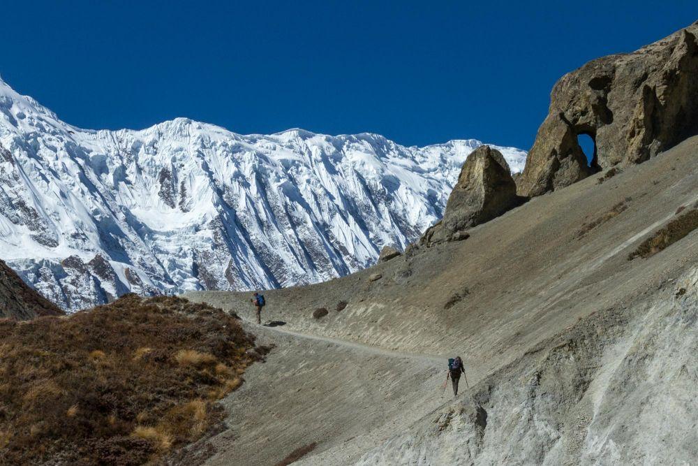 Montée au lac Tilicho, lors de ce trek inédit au Népal