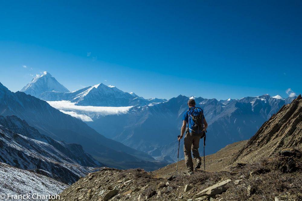 Derniers jours du trek au Népal, descente face au Daulaghiri