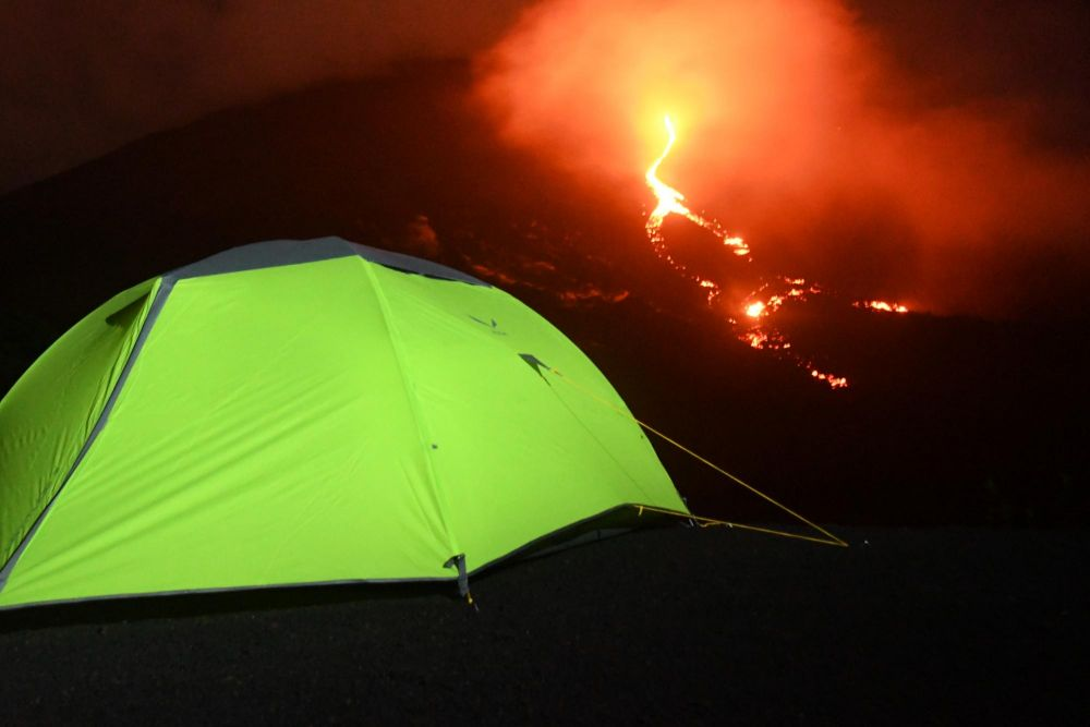 bivouac à côté des coulées de lave du volcan Pacaya, Guatemala