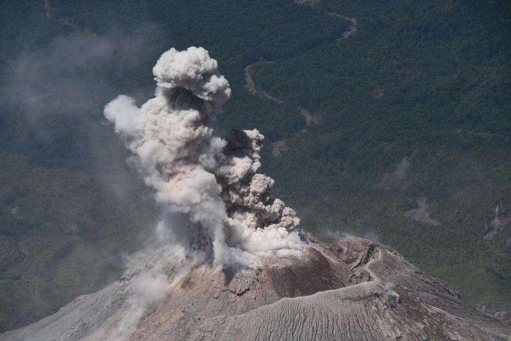 vue du volcan Santiaguito depuis le volcan Santa Maria