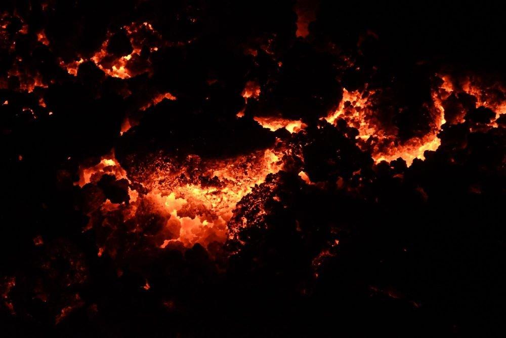 observation de la lave, de nuit, sur le volcan Pacaya