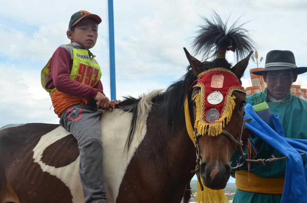 jeune mongol vainqueur de la course