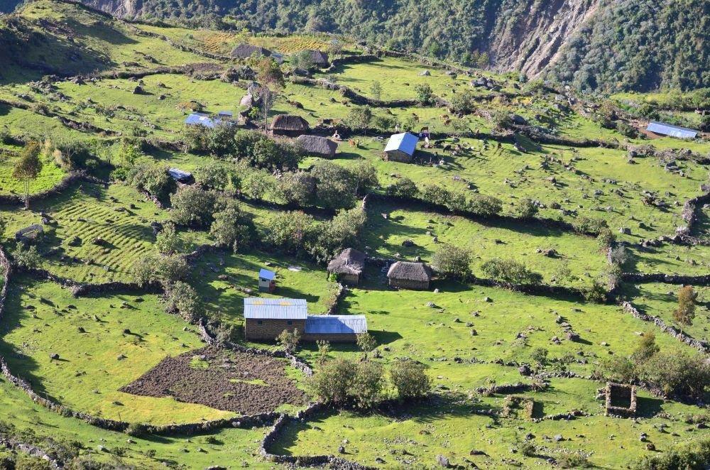 paysage rural à Yanama, Trek de Choquequirao, Pérou