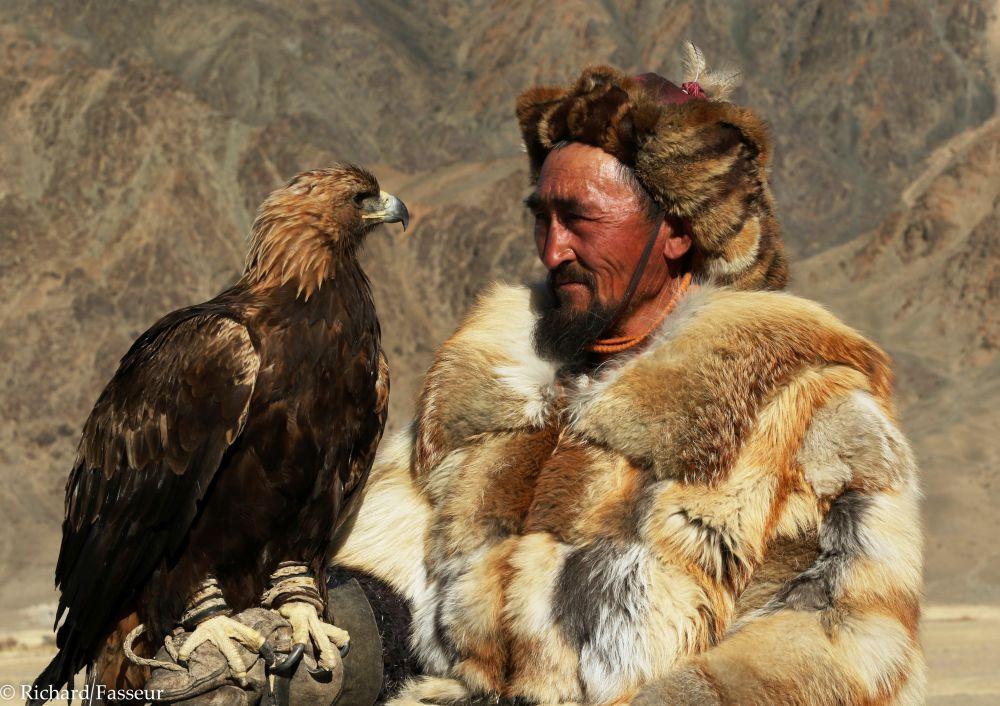 L'aiglier kazakh, ami de votre guide, en démonstration