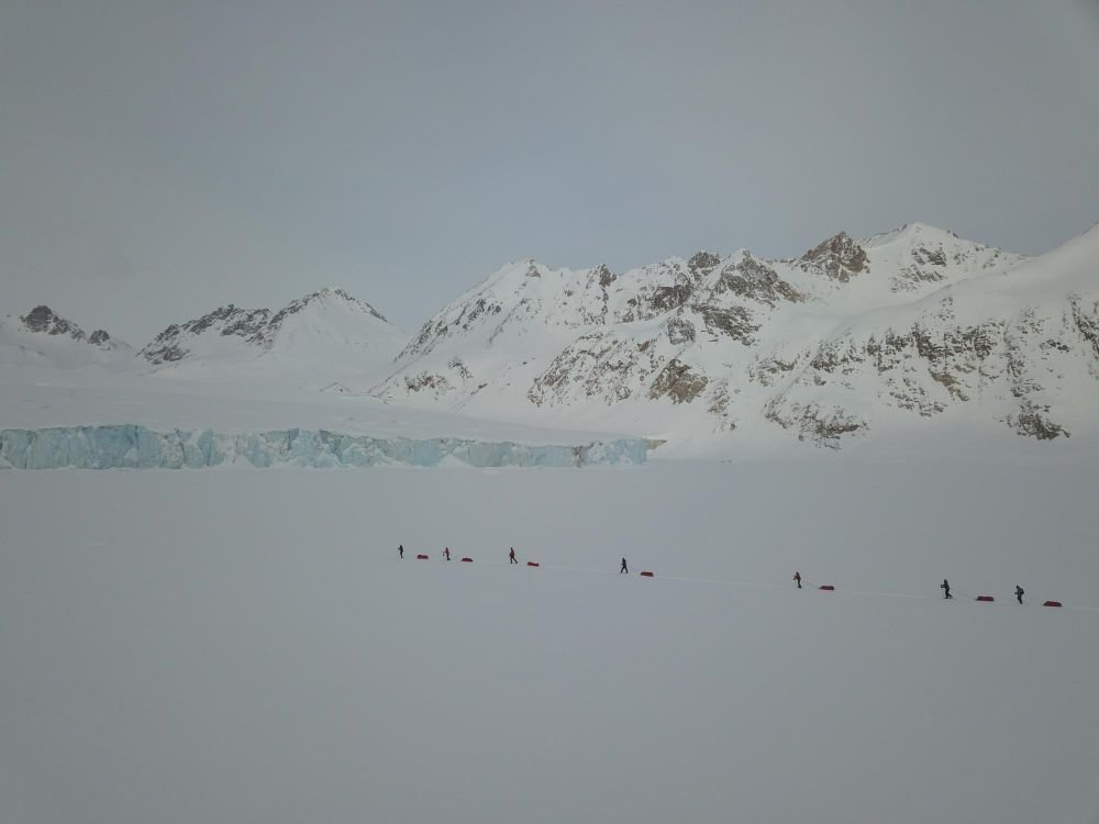 skieurs sur la banquise
