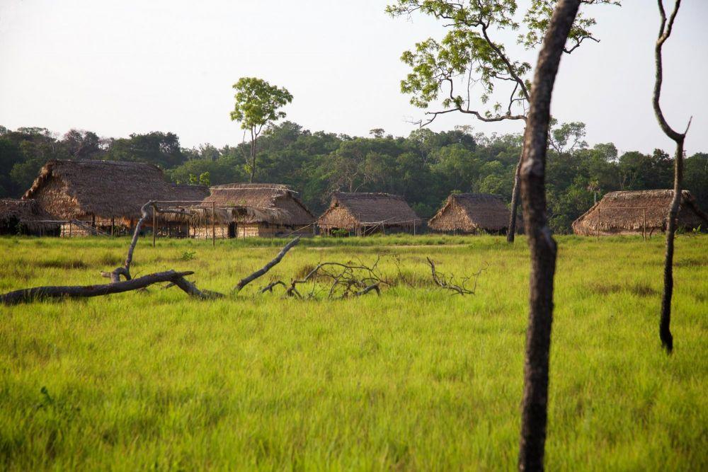 Village indien dans le Parc National du Tuparro, dans les Llanos en Colombie