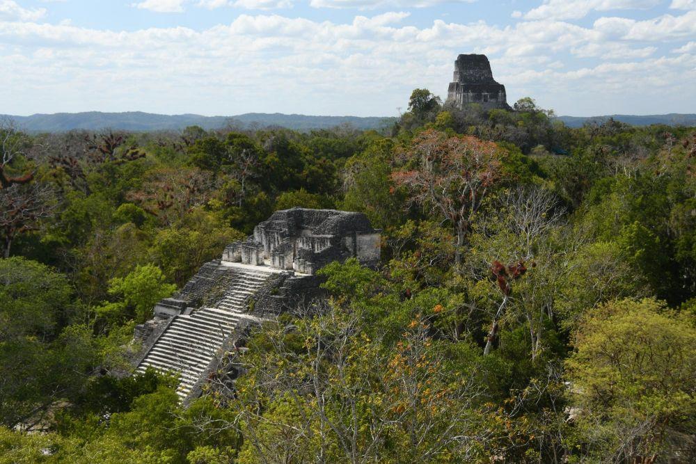 Ruines d'un temple inca dans la jungle
