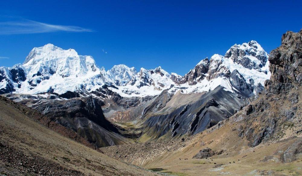 Yerupaja et la face Ouest de la Cordillère de Huayhuash, depuis le col de Tapush, Pérou