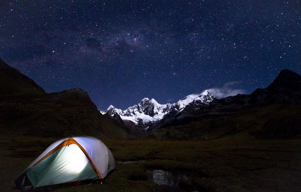 Bivouac face au Mont Yerupaja, Cordillère de Huayhuash, Pérou