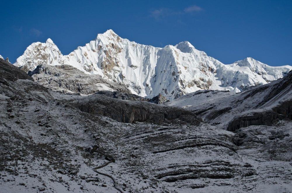 Mont Carnicero (5960m), depuis le campement de Huayhuash, Cordillère de Huayhuhash Pérou