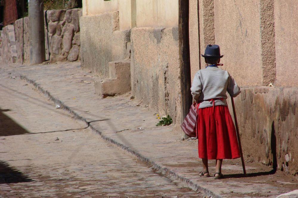 Villageoise dans les rue de Tilcara, Quebrada de Humahuaca, Argentine