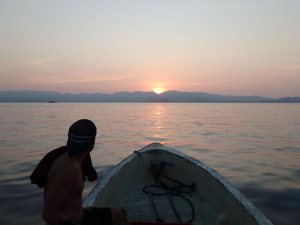 navigation vers le coucher de soleil