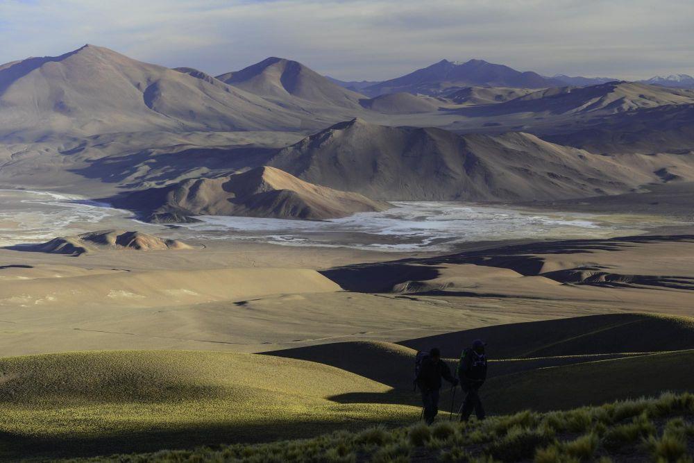 randonneurs pendant l'ascension du Cerro Macon, Argentine
