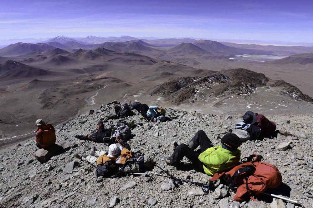 Pause pendant la descente du Llullaillaco, Argentine