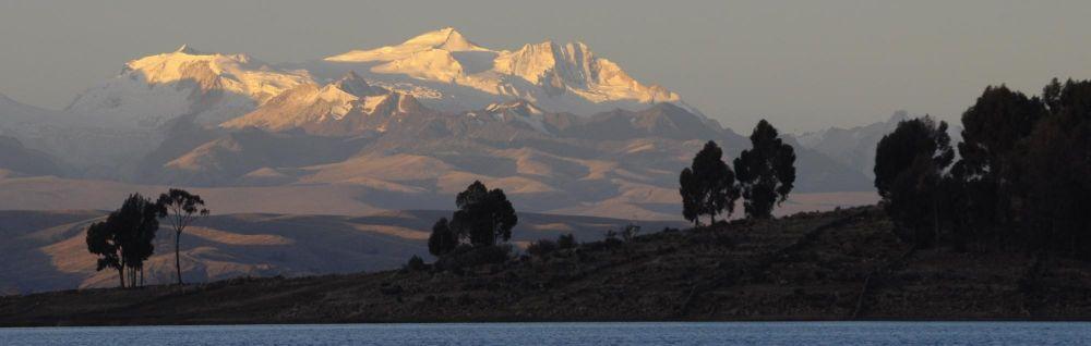 Cordillère Royale vue depuis l'archipel d'Anapia, lac Titicaca, Pérou