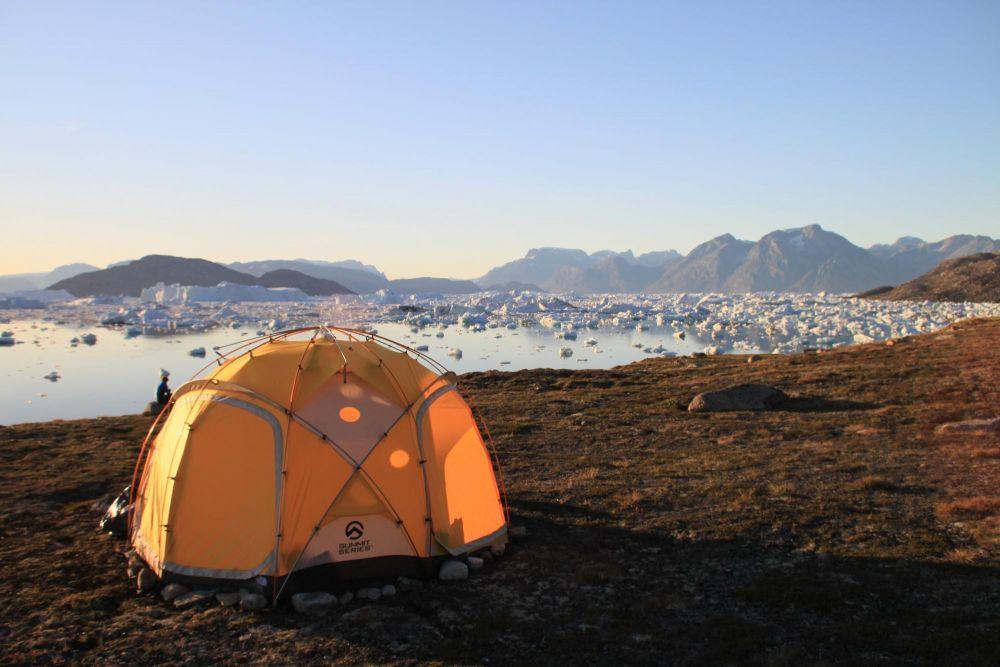 Bivouac sur les rives du fjord Sermilik au Groenland