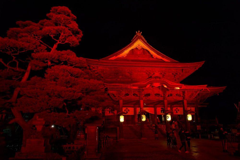 temple eclairé de nuit