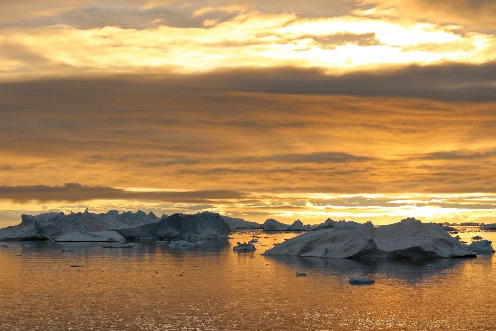 Coucher de soleil dans la baie de Disko au Groenland