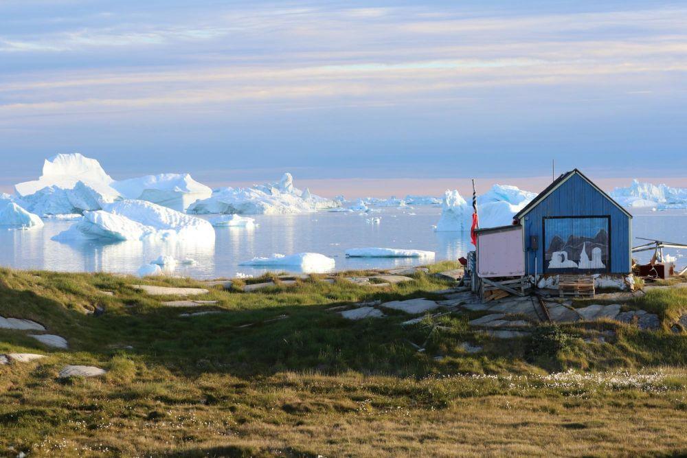 Maison dans le village de pêcheurs d'Oqaatsut dans la baie de Disko au Groenland