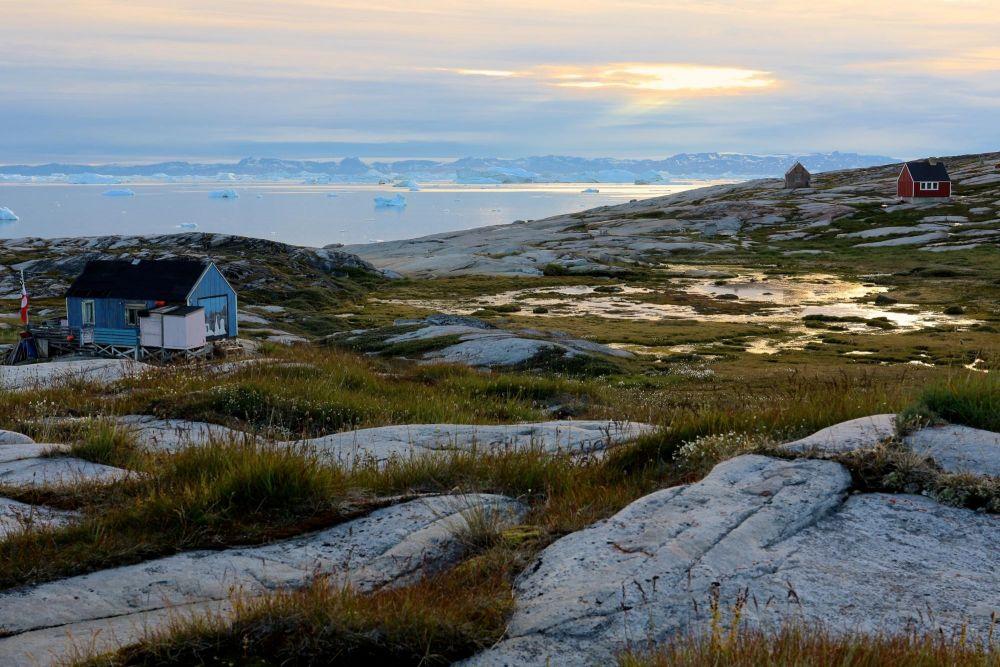 Maisons du village d'Oqaatsut dans la baie de Disko au Groenland