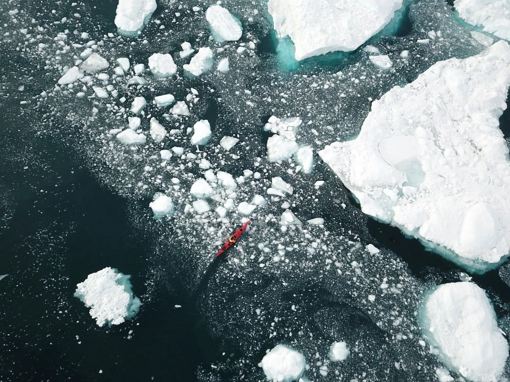Kayak dans la baie de Disko au Groenland