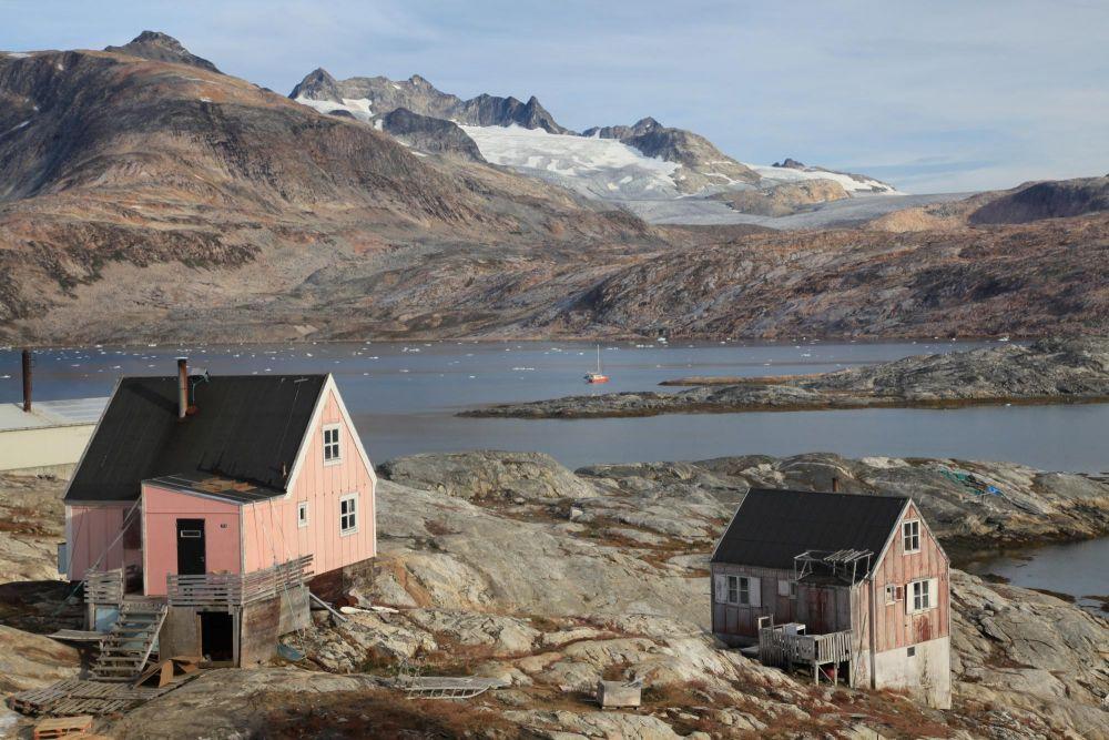 Maisons à Tiniteqilaaq au Groenland