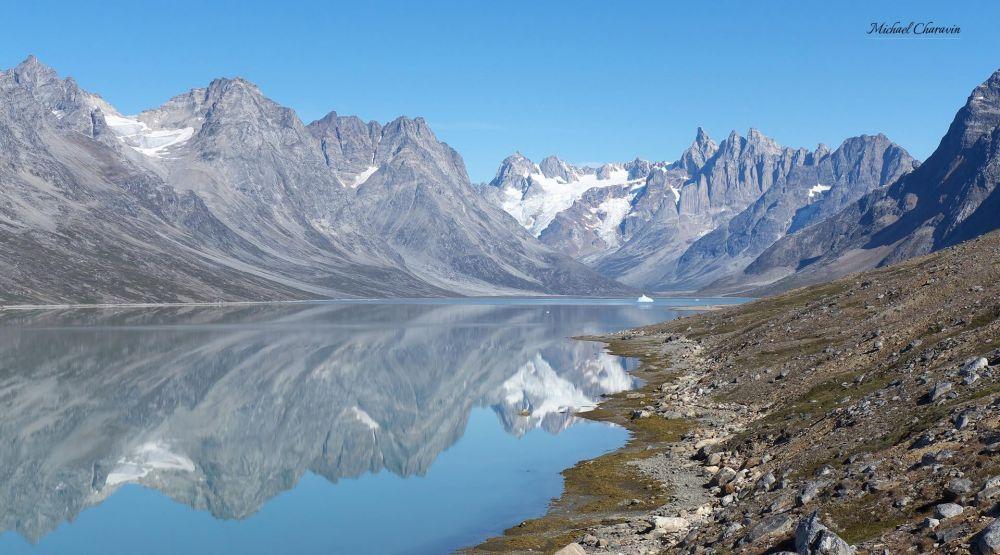 Lac alpin dans le Schweizerland au Groenland