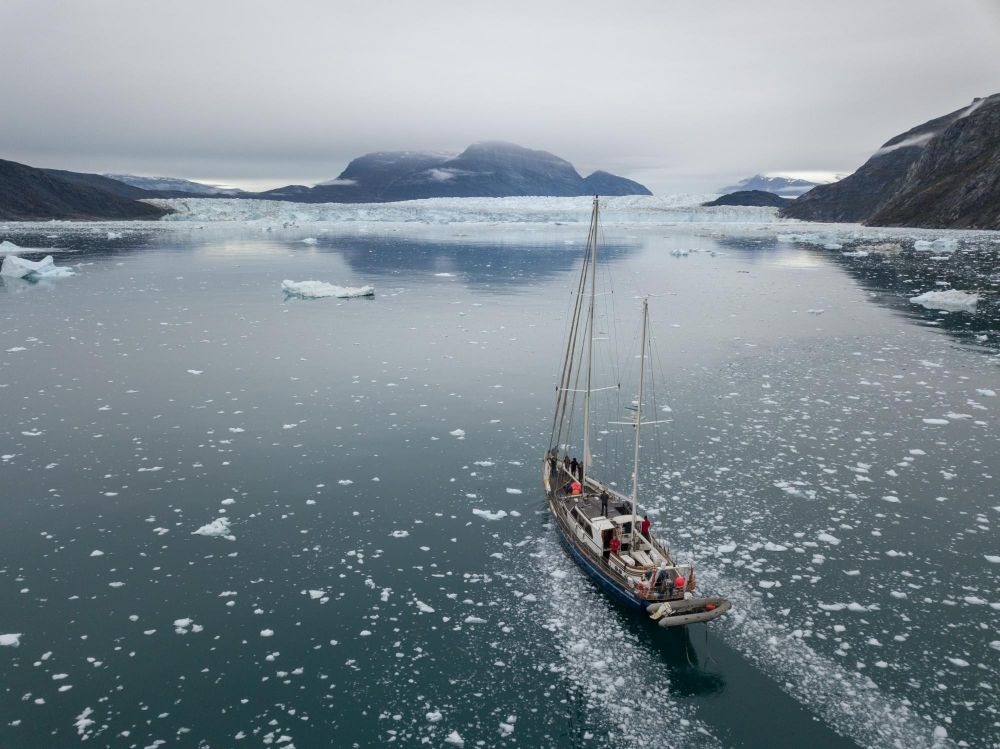 Navigation dans les glaces du Scoresbysund au Groenland