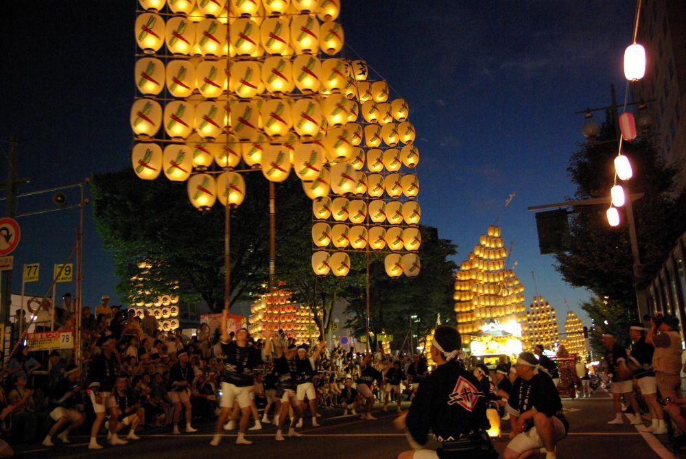 procession des lanternes akita matsuri