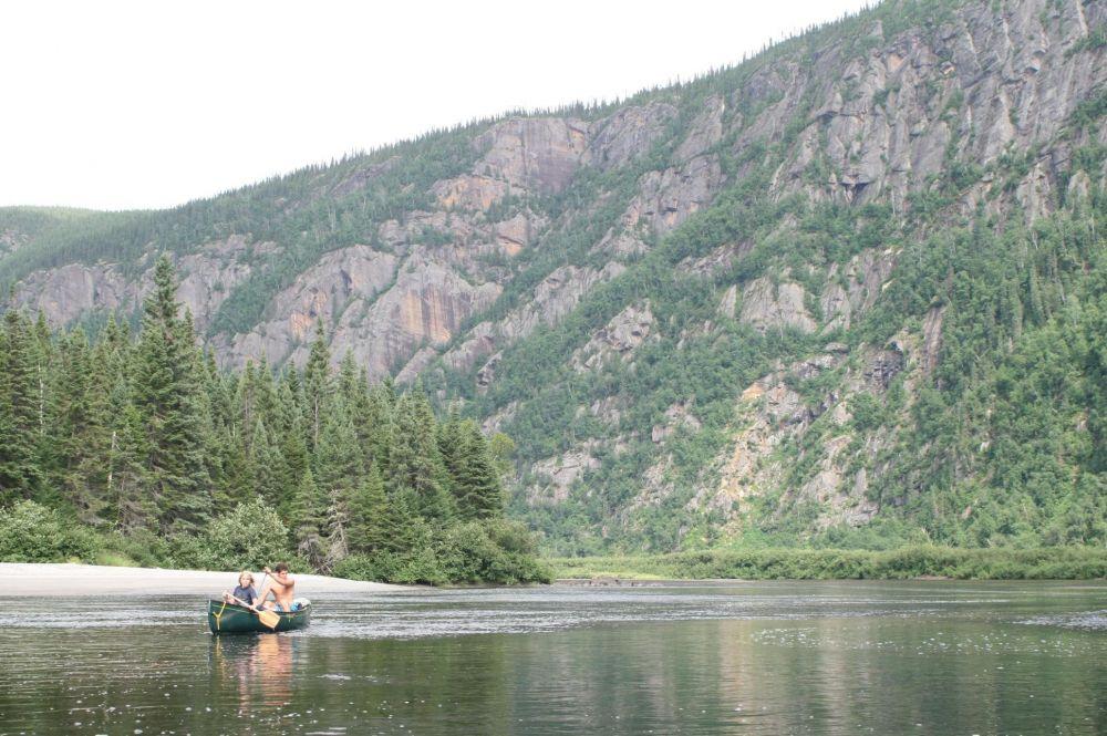 Canot sur la rivière Mistassini au Quebec au Canada