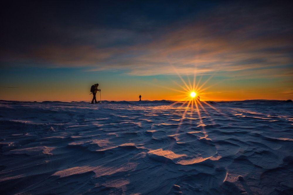 Lever de soleil en hiver en Laponie, Finlande
