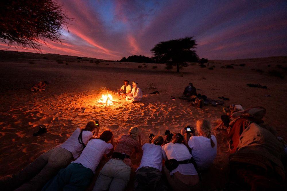 groupe de voyageurs en train de réaliser une photo lors du voyage Photo dans le Sahara