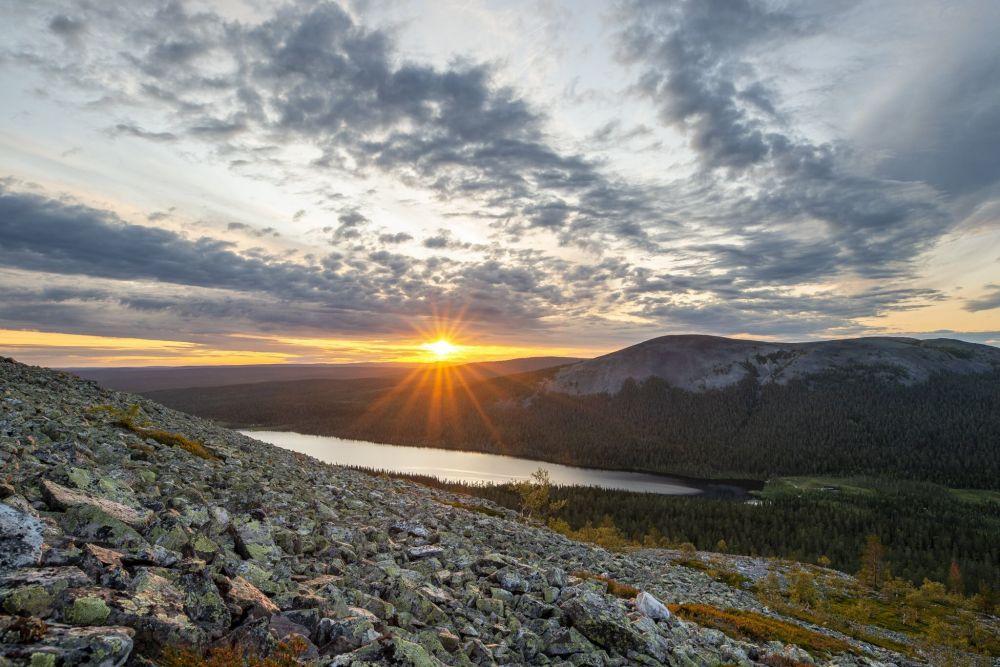 Randonnée depuis un sommet de Laponie, en Finlande