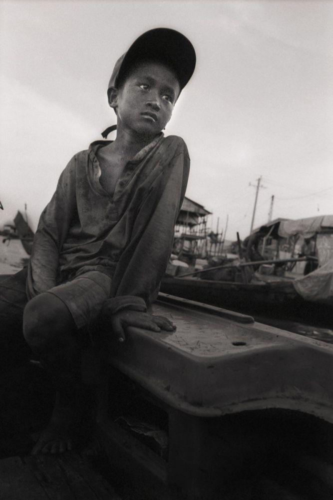Portrait d'enfant de Pêcheur sur le lac Tonle Sap au Cambodge
