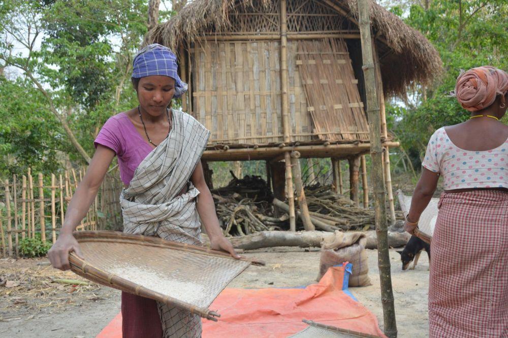 femmes de l'ethnie mising sur l'île de Majuli