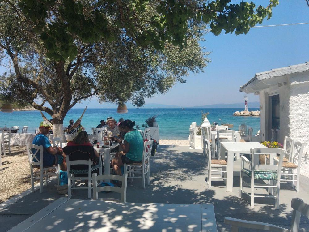 Taverne grecque dans les îles ioniennes