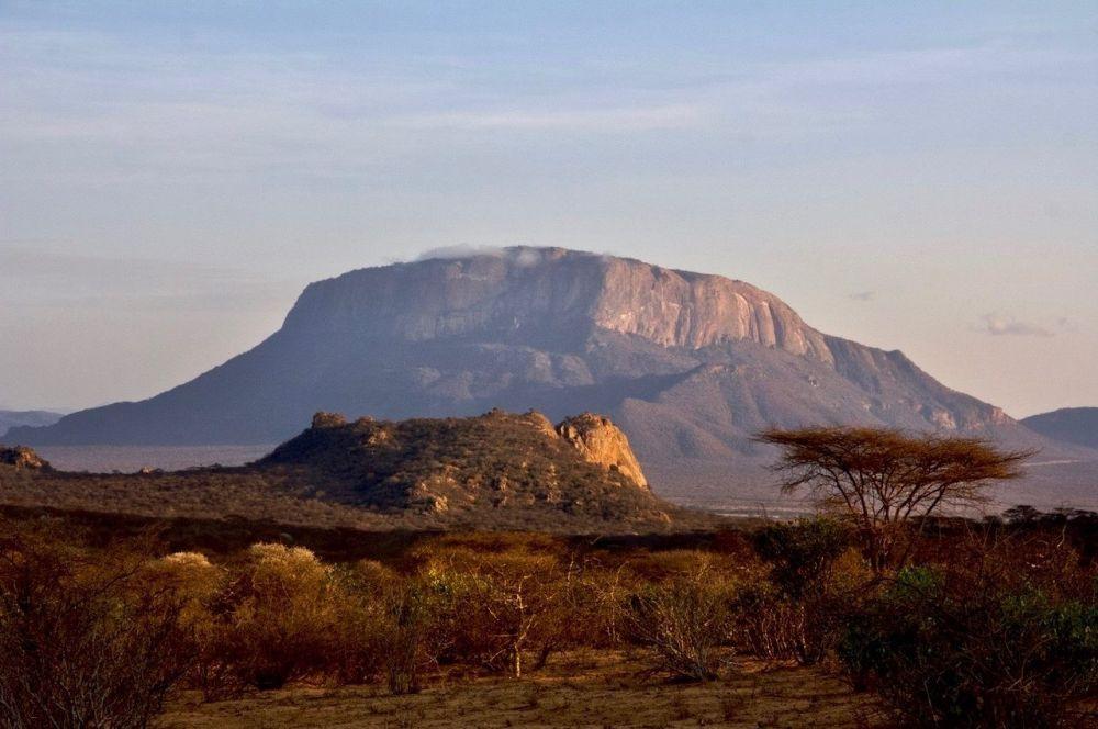 Le Mont Ololokwen, en pays Samburu, au Kenya