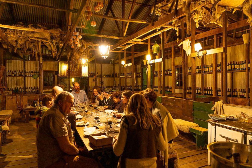 Repas traditionnel dans une estancia de Patagonie