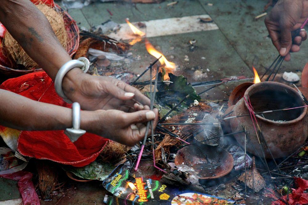 offrandes sur les ghats à Varanasi