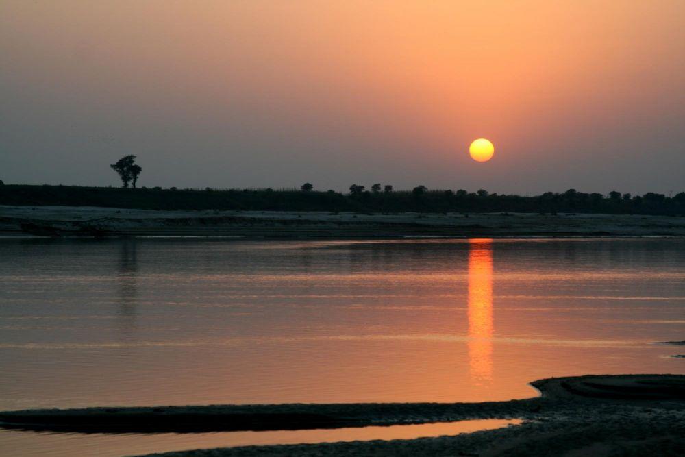 coucher de soleil sur le Gange