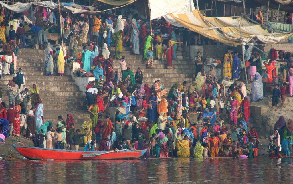 cérémonies et ablusions sur les rives du Gange